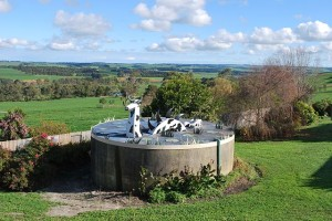 Cooriemungle_Water_Tank_Cow_Monster-wikimedia-commons